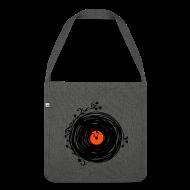 Taschen & Rucksäcke ~ Schultertasche aus Recycling-Material ~ Artikelnummer 105888078