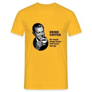 Funny T-shirt Drink coffee - Mannen T-shirt