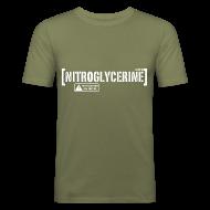 Magliette ~ Maglietta aderente da uomo ~ Maglietta Nitroglycerine con scritta SQUADRA 17 modificabile. tratta da POMPIERI 2 (SCRITTA BIANCA - MAGLIETTA TUTTI I COLORI)