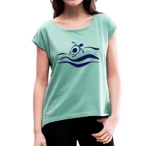 Sea Turtle in den Wellen - Frauen T-Shirt mit gerollten Ärmeln