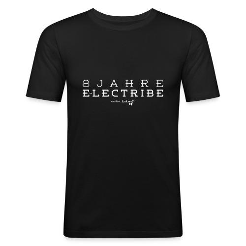 8 Jahre e-lectribe – Print white - Männer Slim Fit T-Shirt