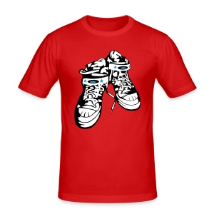 Sneaker  / Red / Slim - Männer Slim Fit T-Shirt