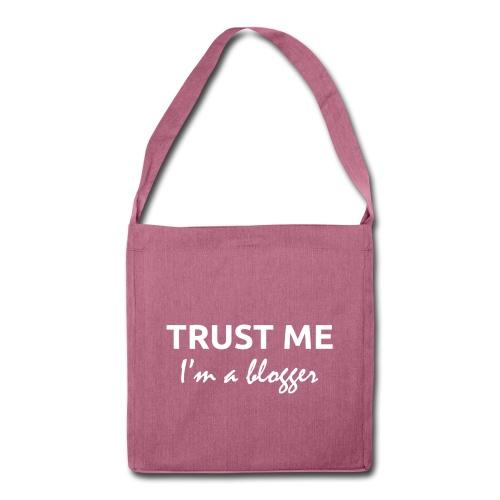 TRUST ME, I'm a blogger - Axelväska av återvinningsmaterial