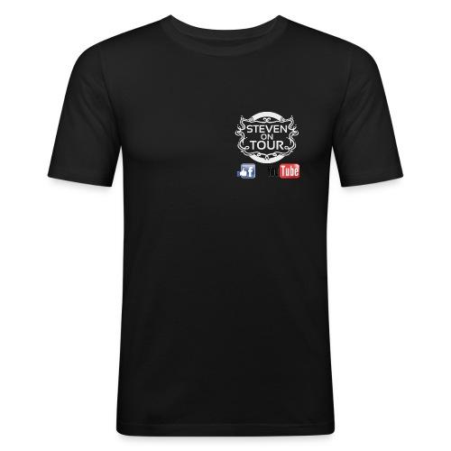 Steven on Tour T-Shirt Männer Slim schwarz, Logo weiß vorne und hinten - Männer Slim Fit T-Shirt