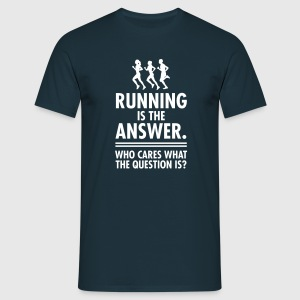 Running Is The Answer. Who Cares What The Question T-shirts - Mannen T-shirt