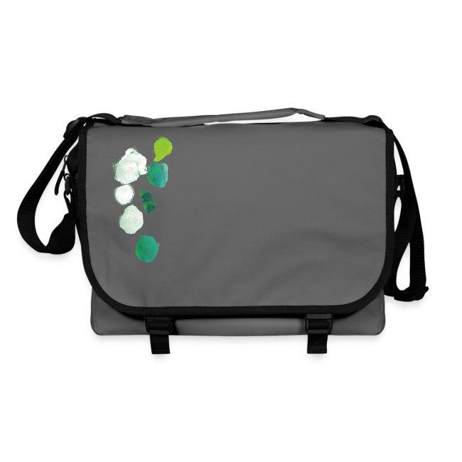 cd9c0b8fe5151 grüne Kleckse auf grauer Tasche