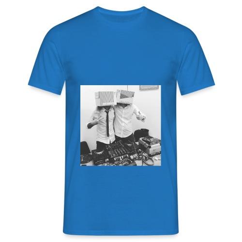 6 : royal blue - Men's T-Shirt