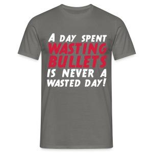 Wasting Bullets - Männer T-Shirt