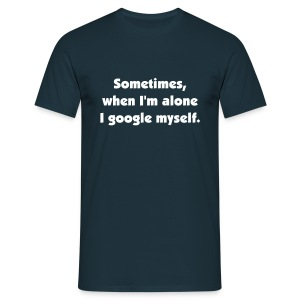 Sometimes, when I'm alone I google myself. - Männer T-Shirt