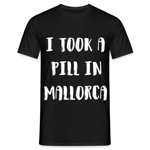 I TOOK A PILL IN MALLORCA - Männer T-Shirt