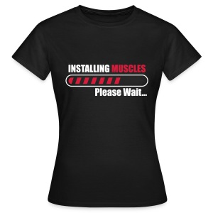 Installing muscles Bodybuilding gym fitness  T-Shirts - Frauen T-Shirt