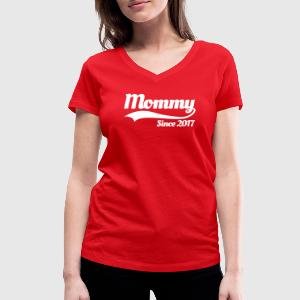 Mommy since 2017 Tee shirts - T-shirt col V Femme
