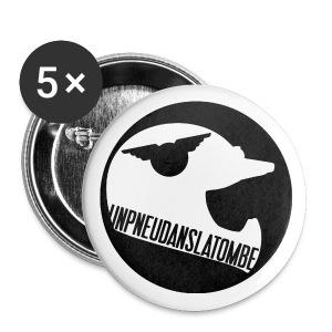 UN PNEU DANS LA TOMBE - Badge moyen 32 mm