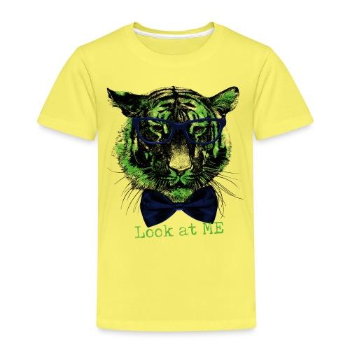 Kinder Premium T-Shirt - Look at me - mit diesem coolen Motiv auf deinem Shirt erregst du  mit Sicherheit die gebührende Aufmerksamkeit :-)  Auch ein witziges Geschenk zur Einschulung oder einem anderen besonderen Anlass.