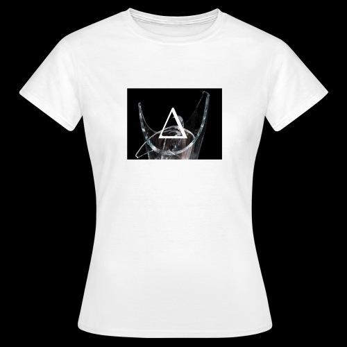 broken ch∆mp∆gnem∆mi - Women's T-Shirt