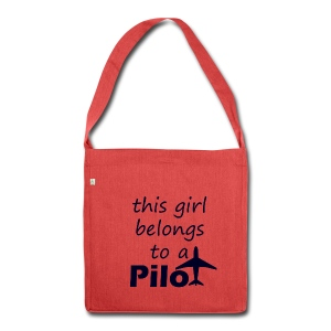 This girl belongs to a Pilot - Schultertasche aus Recycling-Material