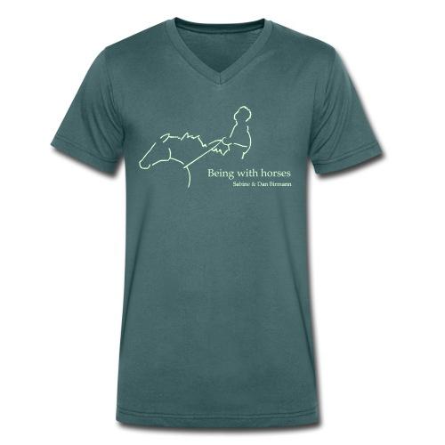 Being with Horses Rider Men V Neck Shirt   (Print: White Glowing In The Dark)) - Männer Bio-T-Shirt mit V-Ausschnitt von Stanley & Stella