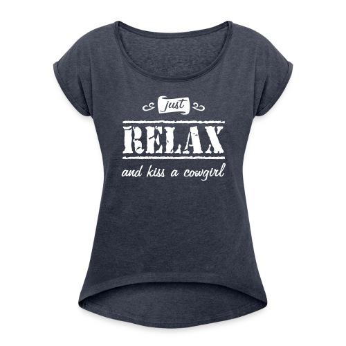 """Spruch """"kiss a """" - Frauen T-Shirt mit gerollten Ärmeln"""