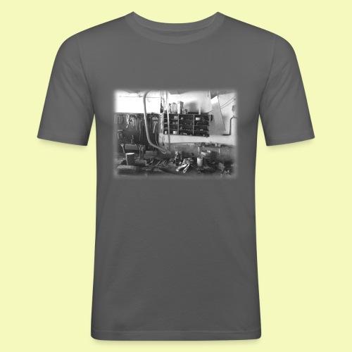 """T-Shirt """"Opa´s Werkstatt"""" - Männer Slim Fit T-Shirt"""