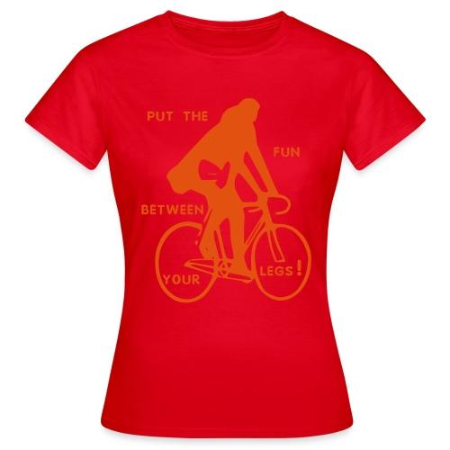 basic-rot-orange: put the fun between your legs - Frauen T-Shirt