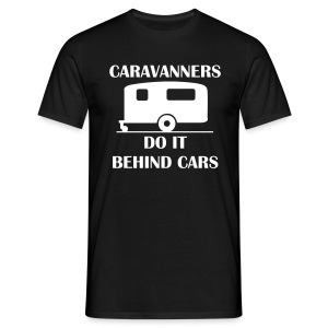 Caravanners do it behind cars - Men's T-Shirt