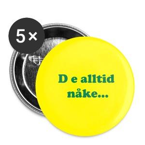 Button - D e alltid nåke... - Stor pin 56 mm