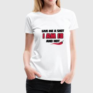 Weiß Give me a shot I am 18 and hot – Shirt zum 18. Geburtstag – Chilli style T-Shirts - Frauen Premium T-Shirt