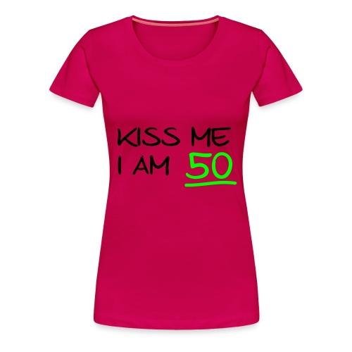 Vrouwen T-shirt - Kiss Me I Am 50 - Vrouwen Premium T-shirt