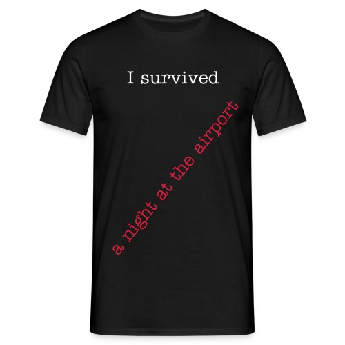 I survived a night at the airport - Männer T-Shirt