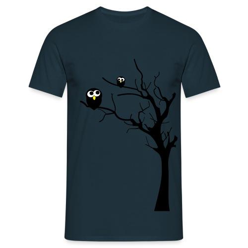 Eueln auf einem Baum - Männer T-Shirt