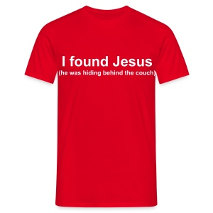 Funny T-shirt I found Jesus (behind the couch) - Mannen T-shirt