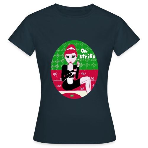On strike  - Frauen T-Shirt