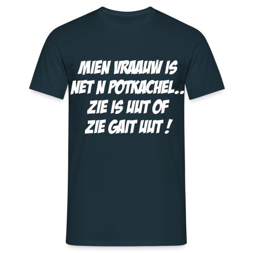 Gronings T-shirt Mien vraauw is net n potkachel - Mannen T-shirt