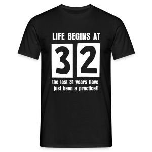 Life begins at 32 birthday t-shirt - Men's T-Shirt