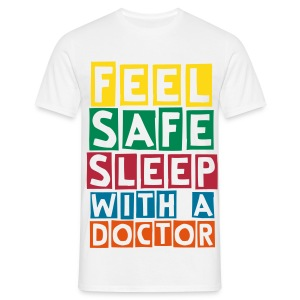 Feel safe sleep with a doctor - Men's T-Shirt