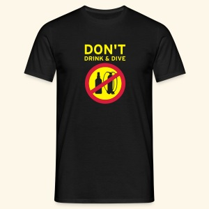 Don't drink and dive - Männer T-Shirt