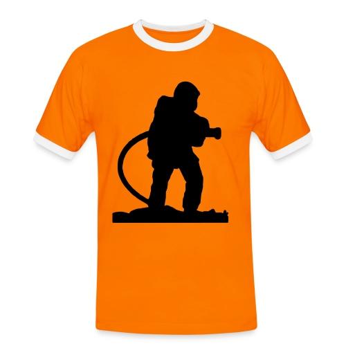 Un Pompiers en action d'extinction - T-shirt contrasté Homme