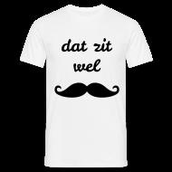 T-shirts ~ Mannen T-shirt ~ Dat zit wel snor