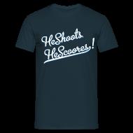 Magliette ~ Maglietta da uomo ~ He Shoots He Scoores - Baseball Navy