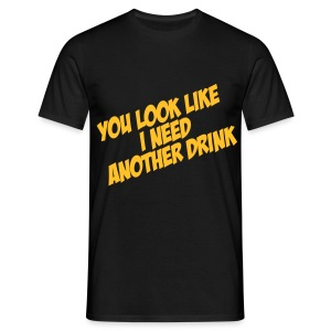 Funny herenshirt You look like I need another drink - Mannen T-shirt