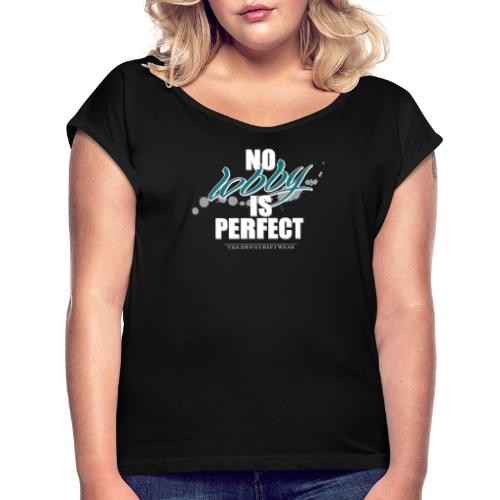 No lobby is perfect - Frauen T-Shirt mit gerollten Ärmeln