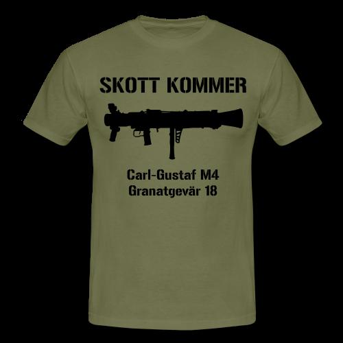 Granatgevär 18 - SKOTT KOMMER - KLART BAKÅT - SWE flagga - Regular fit - T-shirt herr