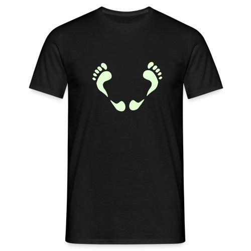 glow in the dark trampling - Mannen T-shirt