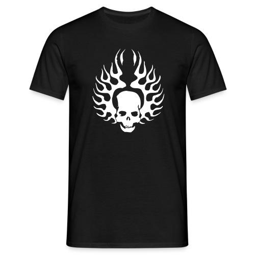 Burning Skull  - Männer T-Shirt