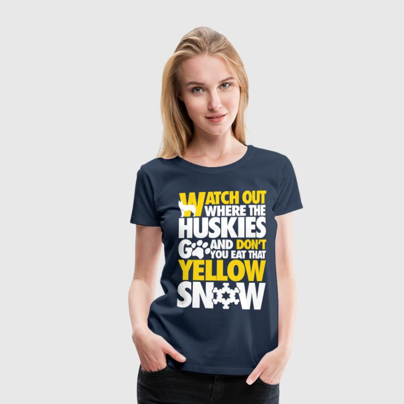 Watch the huskies & don't eat the yellow snow T-shirts - Premium-T-shirt dam