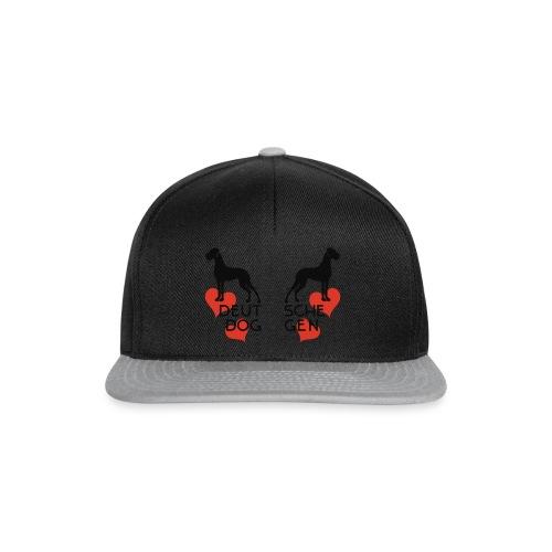 Doggen weiß auf rot - Snapback Cap