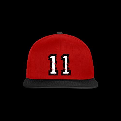 Rückennummer 11 T-Shirt (Herren Rot) - Snapback Cap
