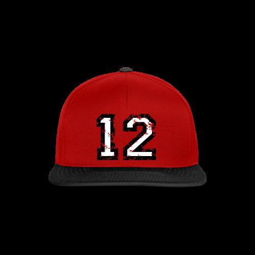 Nummer 12 T-Shirt (Herren Rot) - Snapback Cap