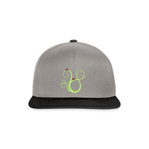 Marienkäfer auf geschwungenem Gras - Snapback Cap