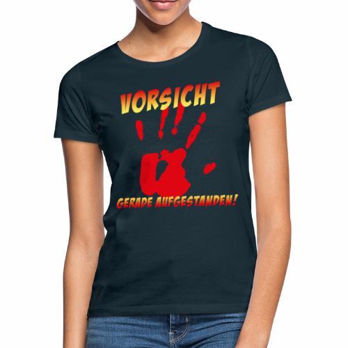 Vorsicht - gerade aufgestanden - Frauen T-Shirt